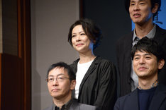 秋山菜津子(後列左)