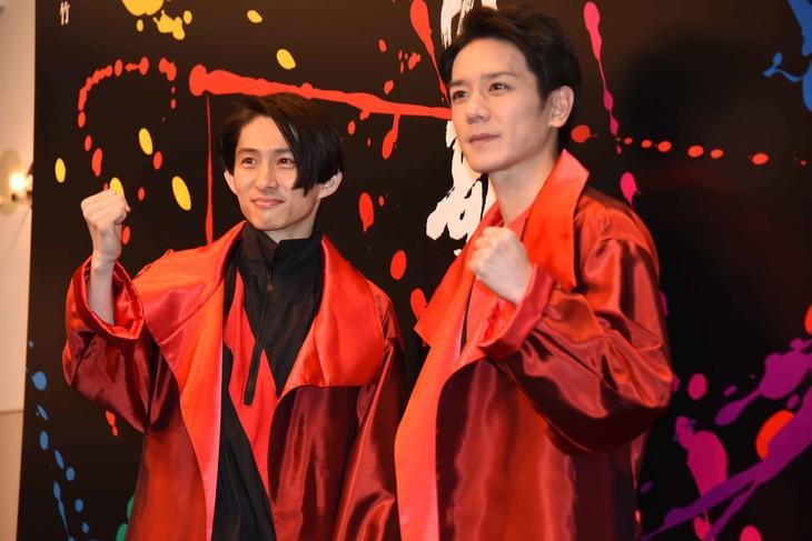 「滝沢歌舞伎2018」囲み取材より、左から三宅健、滝沢秀明。