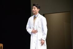 矢崎広演じるレイ・ゴスリング。