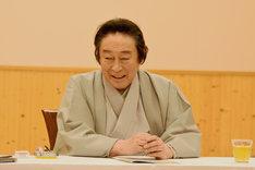 記事にはできない過去公演でのエピソードを語る尾上菊五郎。
