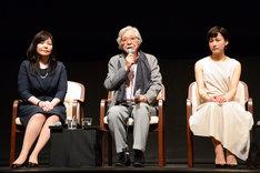 左から井上麻矢、山田洋次、伊勢佳世。