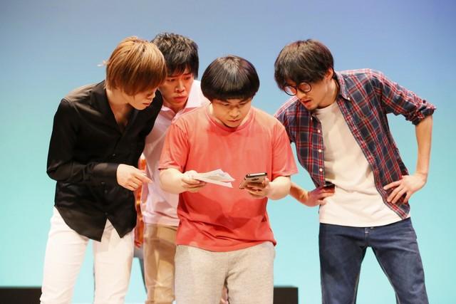 劇団プレステージ 第2回企画公演「僕を狂わす三億円」より。(撮影:洲脇理恵)