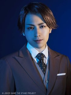 鈴木勝吾扮する三好。