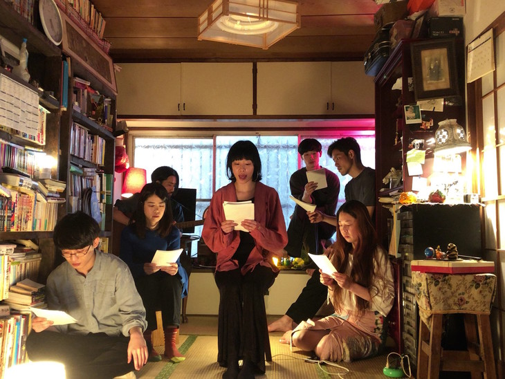 劇団子供鉅人 本公演ニューカウント vol.8「ハミンンンンンング」リーディングの様子。