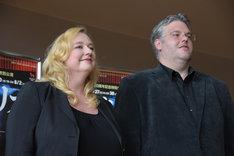 左からカタリーナ・ワーグナー、ドラマツルグのダニエル・ウェーバー。