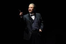 田中哲司演じるハリー。