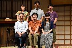 前列左から岩松了、大森南朋、麻生久美子。後列左から池津祥子、三浦貴大、森優作。