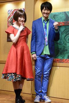 ミュージカル「アメリ」初日会見より。左から渡辺麻友、太田基裕。