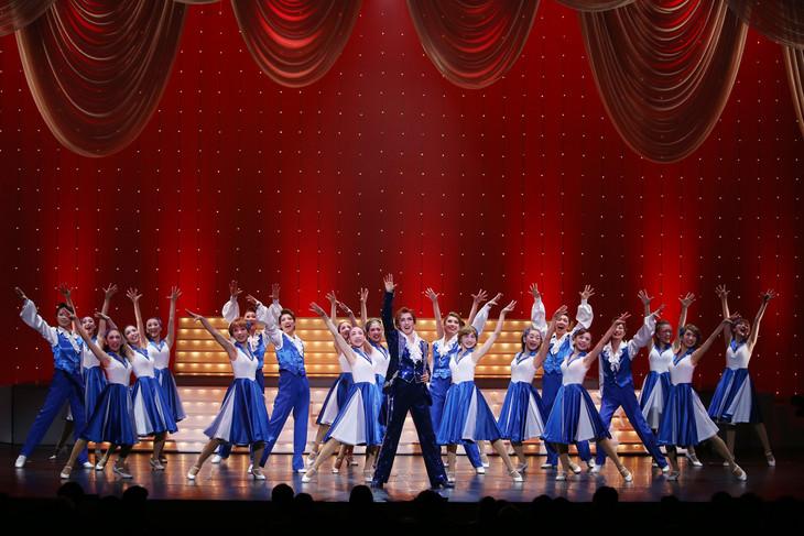 OSK日本歌劇団「レビュー春のおどり」より。