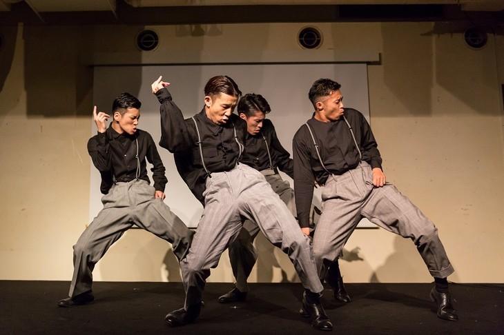 s**t kingzプレス向ショーケースより。パフォーマンスの様子。(c)Takanori Tsukiji