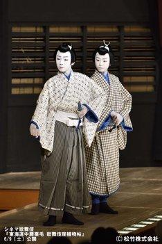「東海道中膝栗毛『歌舞伎座捕物帖』」より、左から松本金太郎(現:市川染五郎)、市川團子。