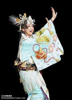 宝塚歌劇星組「RAKUGO MUSICAL『ANOTHER WORLD』」より。