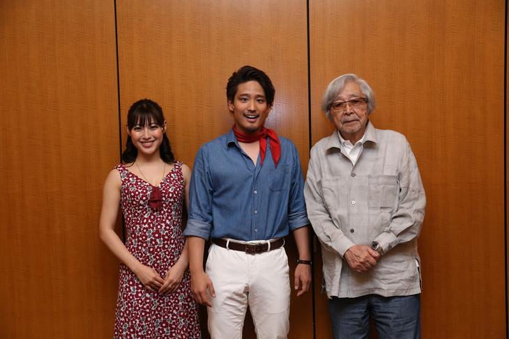 左から瀧本美織、桐山照史(ジャニーズWEST)、山田洋次。
