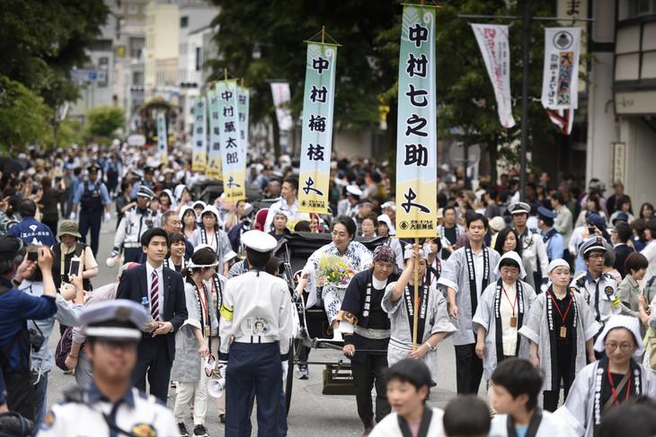 「信州・まつもと大歌舞伎」より「登城行列」の様子。