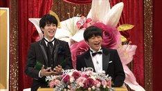 司会の西銘駿(左)、バカリズム(右)。(写真提供:NHK)