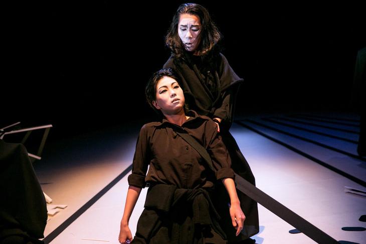エイチエムピー・シアターカンパニー 現代日本演劇のルーツ「盟三五大切」より。(撮影:松山隆行)