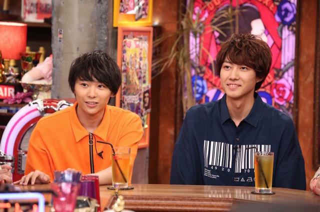 「アウト×デラックス」より、左から須賀健太、小坂涼太郎。(c)フジテレビ