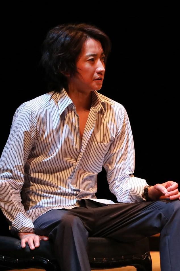 舞台「レインマン」より。(撮影:神ノ川智早)