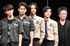 左からカラム、加藤良輔、三浦海里、矢内康洋、錦織一清。