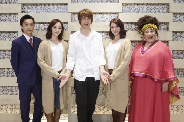 ミュージカル「ゴースト」初日前会見より、左から平間壮一、咲妃みゆ、浦井健治、秋元才加、森公美子。