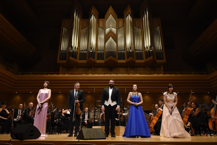 "「Kalafina""Wakana""・龍真咲シンフォニーコンサートwith ローマ・イタリア管弦楽団」より。"