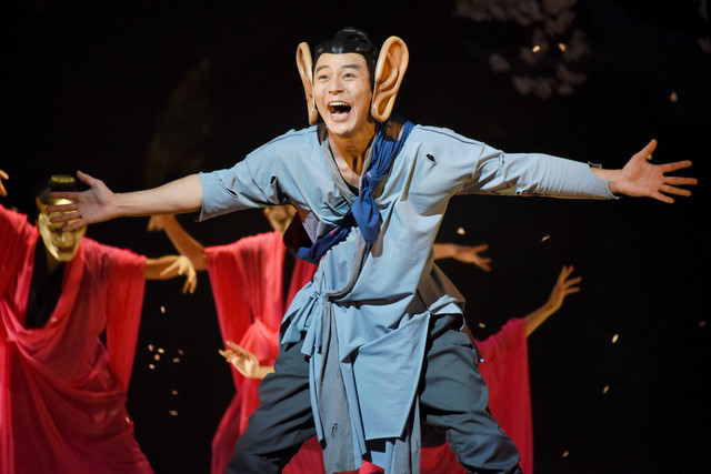 NODA・MAP 第22回公演「贋作 桜の森の満開の下」より。妻夫木聡演じる耳男。