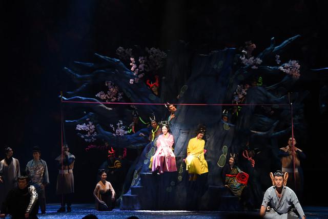 NODA・MAP 第22回公演「贋作 桜の森の満開の下」より。