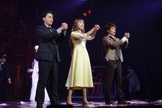 左から山田孝之演じるストーン、山田優演じるギャビー、柿澤勇人演じるスタイン。