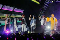 「F6 1st LIVE TOUR『Satisfaction』」より。(c)赤塚不二夫/「おそ松さん」on STAGE製作委員会2018