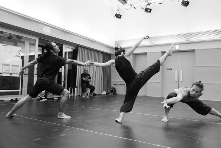 KAAT DANCE SERIES 2018 北村明子 Cross Transit project「土の脈」稽古より。(撮影:大洞博靖)
