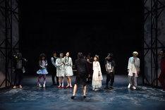 ティーファクトリー 吉祥寺シアター提携公演「レディ・オルガの人生」より。(撮影:宮内勝)
