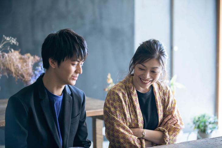 左から田川隼嗣、内田慈。(撮影:吉次史成)