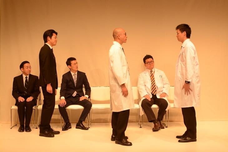シアター風姿花伝プロミシングカンパニー公演 パラドックス定数 第43項「蛇と天秤」より。(photo:WATANABE Ryuta)