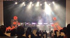 「繭期夜会」第2部より、「合唱『1万人のライネス』※但し、会場のキャパは1200人」の様子。