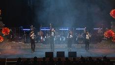 「繭期夜会」アンコールより。左から末満健一、東啓介、新良エツ子、和田俊輔。