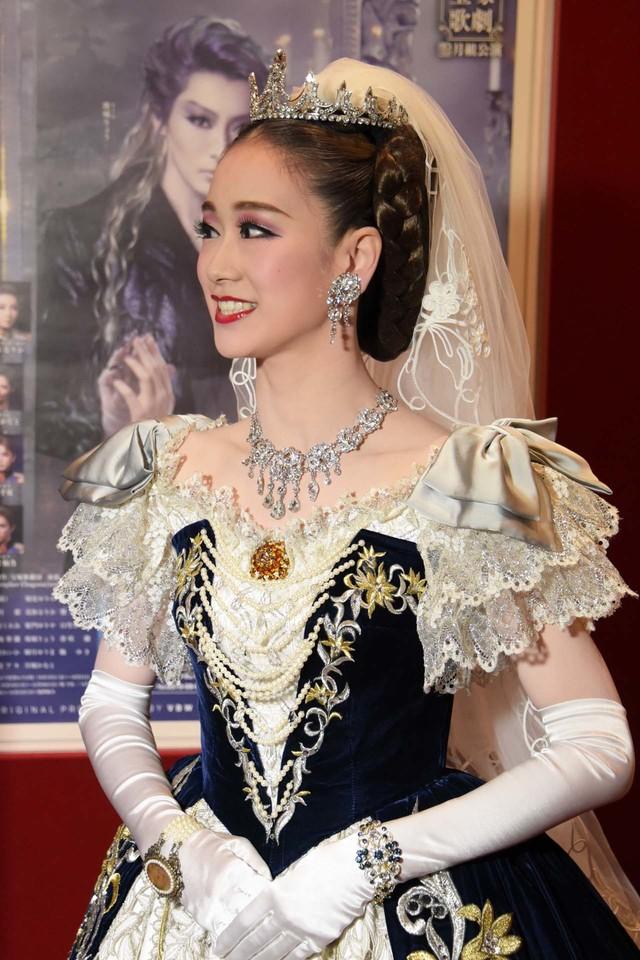 宝塚歌劇月組「ミュージカル『エリザベート―愛と死の輪舞(ロンド)―』」囲み取材より、愛希れいか。