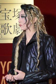 宝塚歌劇月組「ミュージカル『エリザベート―愛と死の輪舞(ロンド)―』」囲み取材より、珠城りょう。