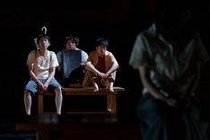 壁ノ花団 第13回公演「ニューヘアスタイルイズグッド」より。(撮影:井上嘉和)