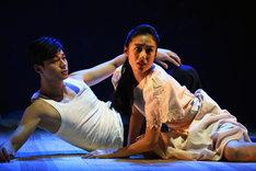 左から東出昌大演じる松枝清顕、初音映莉子演じる綾倉聡子。