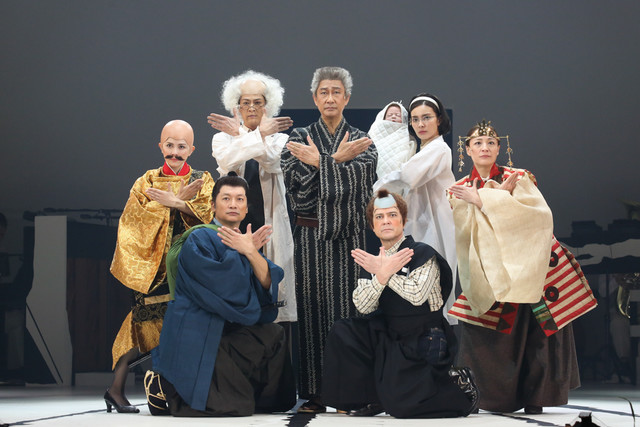 シス・カンパニー公演「日本の歴史」より。(撮影:宮川舞子 / 写真提供:シス・カンパニー)
