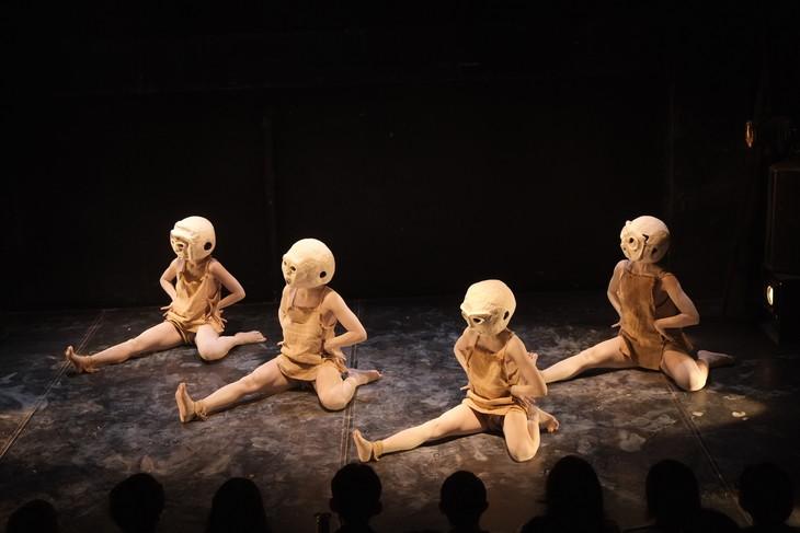 大駱駝艦・舞踏公演「阿修羅」より。