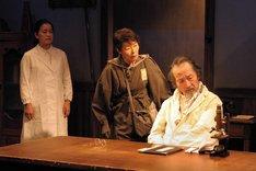 劇団青年座スタジオ公演No.125「象の死」より。(撮影:坂本正郁)