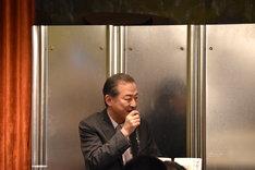 細川展裕×徳永京子「あの伝説のプロデューサー、聖地・下北沢にて演劇のミライを語る!!」『演劇プロデューサーという仕事』『「演劇の街」をつくった男 本多一夫と下北沢』W刊行記念トークショーの様子。細川展裕。
