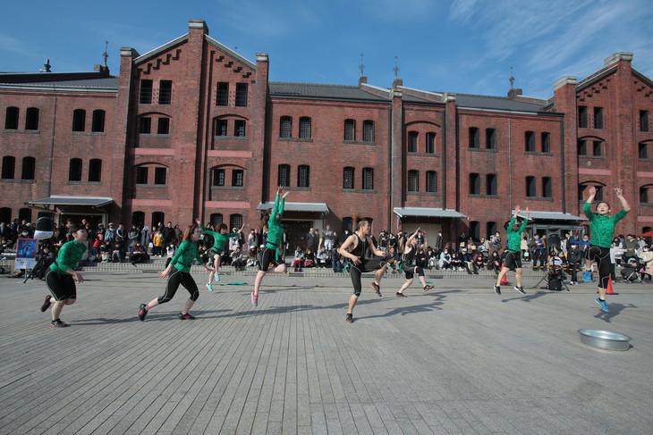 青空ダンス(チーム んまつーポス「トカゲの湖」)より。(Photo:塚田洋一)