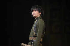 鈴木勝吾演じる謎の男。
