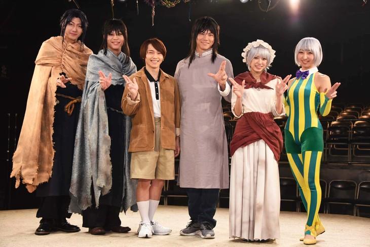 左から小坂涼太郎、三浦海里、深澤大河、滝川広大、大西桃香、飯田里穂。