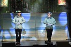 左から、今井稜演じるポーター、橋本有一郎演じるベル。(撮影:鏡田伸幸)