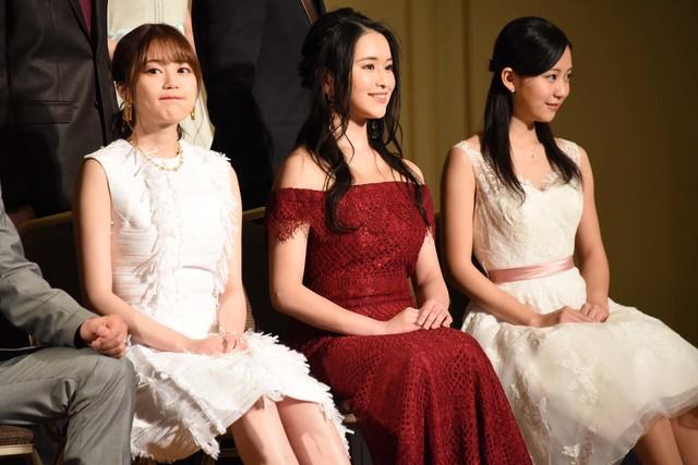 左から生田絵梨花、小南満佑子、熊谷彩春。