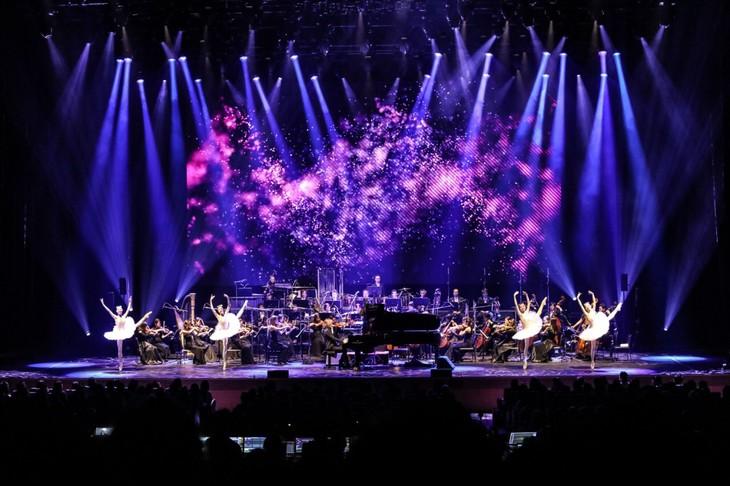 YOSHIKIと牧阿佐美バレヱ団のダンサーたちが共演した過去公演より。