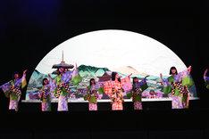 「元禄花見踊り~平成かぶき踊り」パフォーマンスの様子。